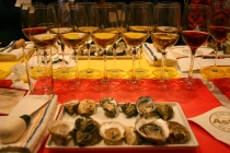 oyster and wine pairing at astor center